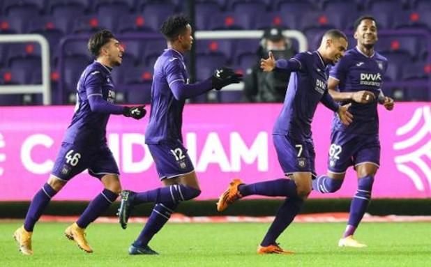 Jupiler Pro League - Anderlecht, réduit à 10, a encore souffert en fin de match mais a battu Ostende