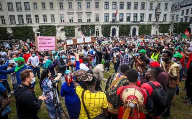 Extreem-rechts voert actie tegen manifestatie voor mensen zonder papieren