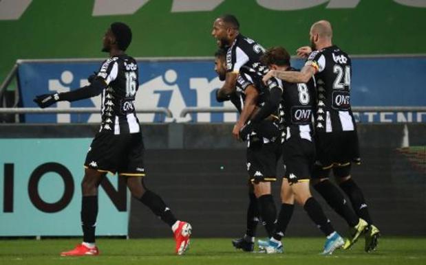 Jupiler Pro League - Vainqueur à Ostende à dix contre onze, Charleroi grimpe provisoirement dans le top 6