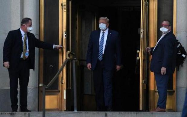 Trump besmet met corona - Donald Trump heeft ziekenhuis verlaten
