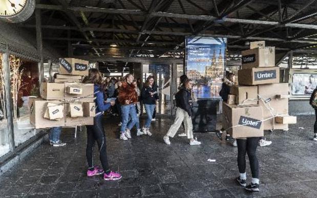 Overladen pakjesbezorgers voeren actie voor werkbare jobs