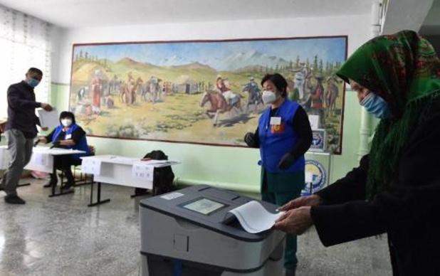 Législatives au Kirghizstan: des milliers de manifestants contestent les résultats