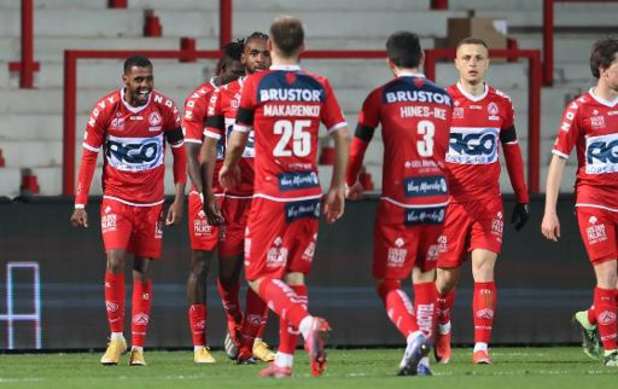 Jupiler Pro League - Courtrai bat La Gantoise, Ostende surprend OHL