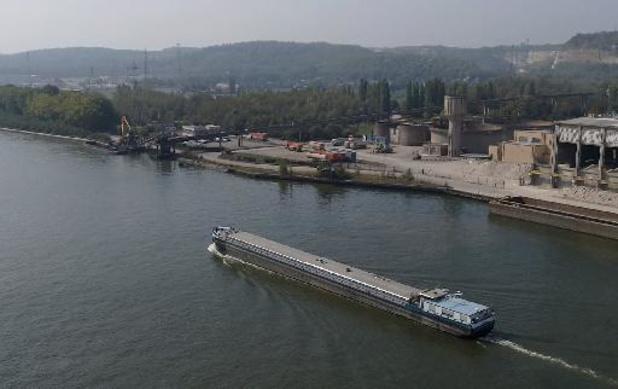 Un pont démonté, un autre mis en place dans le cadre de la modernisation du canal Albert