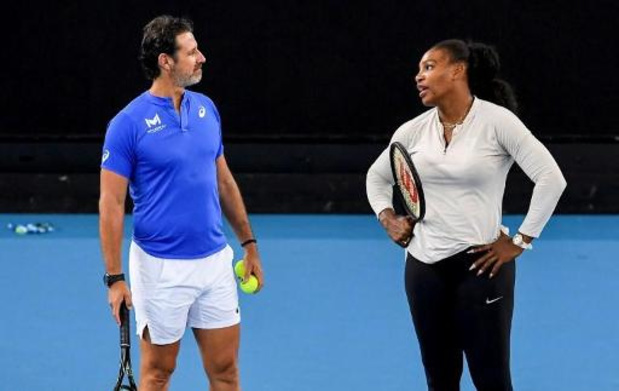 Coach Serena Williams roept federaties op tennissers in nood te steunen