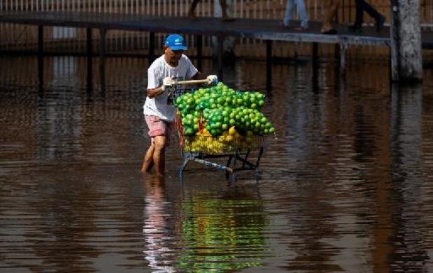 Au Brésil, des pluies torrentielles provoquent de graves inondations