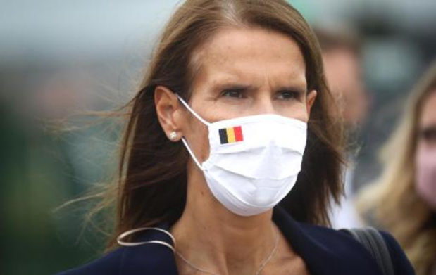 Premier Wilmès roept op om de coronamaatregelen na te leven om verstrenging te voorkomen