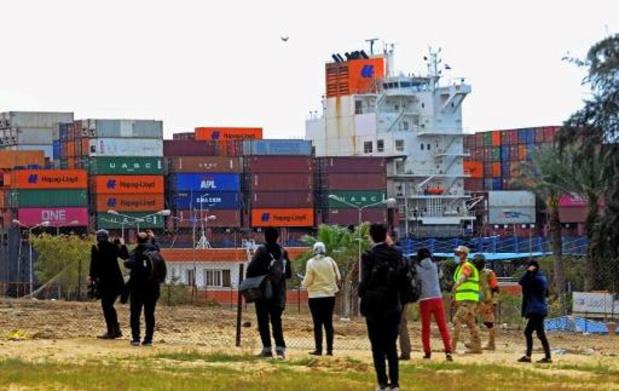 Scheepsverkeer in Suezkanaal weer hervat