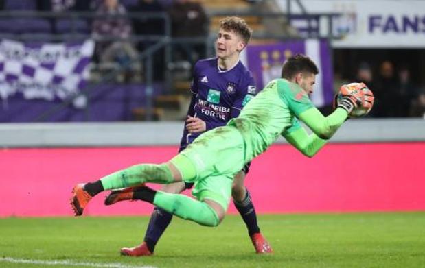 Le gardien d'Anderlecht Hendrik Van Crombrugge opéré au dos mardi et absent trois mois