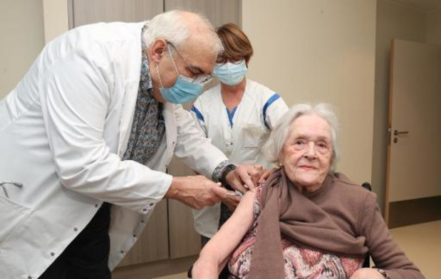 Volgende week krijgen ruim 400 Vlaamse woonzorgcentra rond de 45.000 vaccins voor bewoners