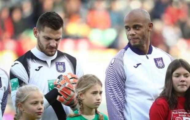 Sale journée pour Anderlecht dominé (3-2) à Ostende vainqueur pour la 1re fois depuis août