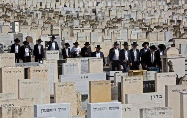 Israël begraaft zijn doden