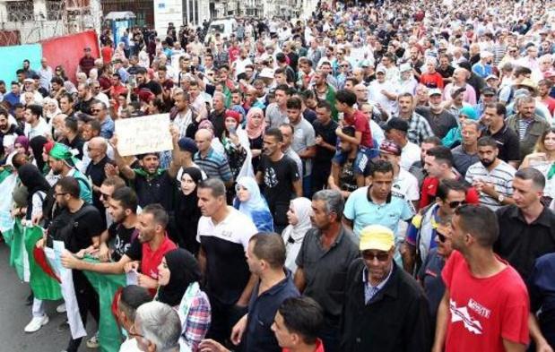 Dans la rue, les Algériens disent non à l'armée et sa présidentielle