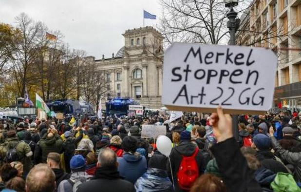 Berlijnse politie zet betoging tegen coronamaatregelen stop
