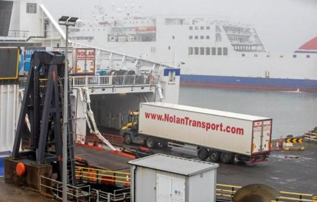 L'UE met Londres en demeure de contrôler les marchandises à la frontière nord-irlandaise