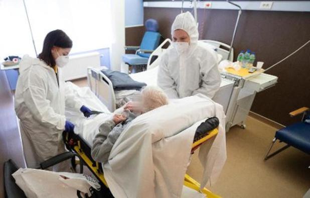 Les admissions à l'hôpital baissent pour la première fois depuis septembre