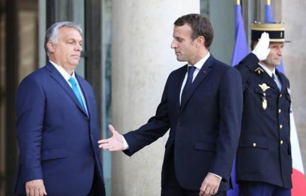 """Macron déplore une """"crise politique"""", juge """"indispensable"""" une """"Commission forte"""""""