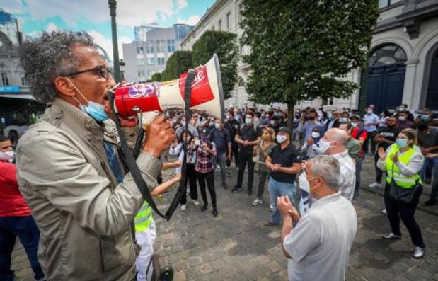 Des activistes sur des radeaux à Bruxelles dénoncent la limitation du droit de manifester