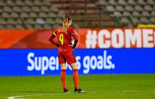 Red Flames - Red Flames zwaar onderuit tegen Nederland