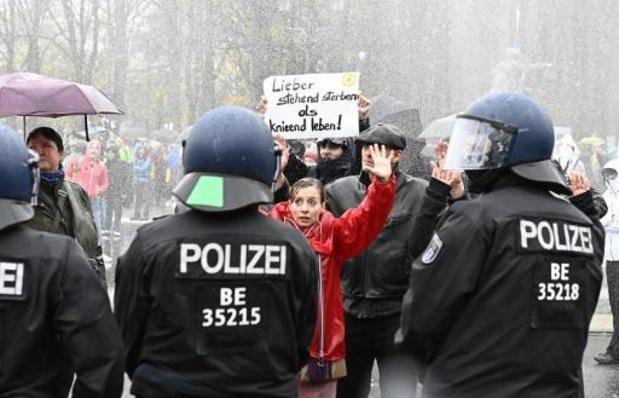 Coronavirus - Berlijnse politie pakt 365 mensen op bij protesten tegen coronamaatregelen