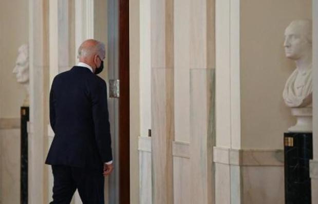 Biden approuve une méga-enchère de pétrole et de gaz, un recul sur le climat