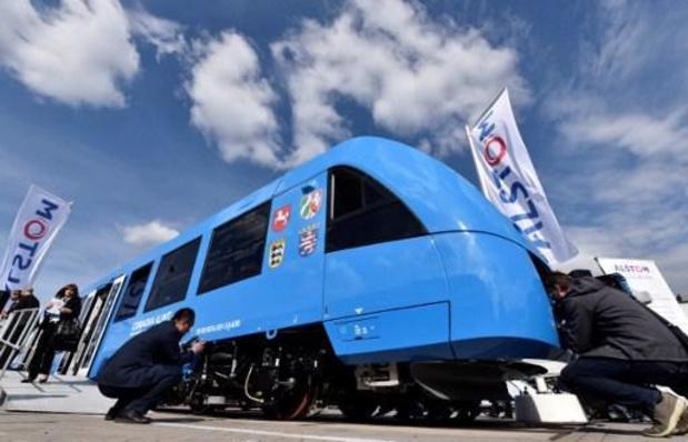 Eerste waterstoftrein rijdt Nederland binnen