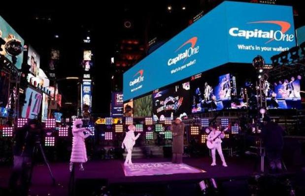 New York accueille 2021 avec des confettis mais devant un Times Square quasi désert