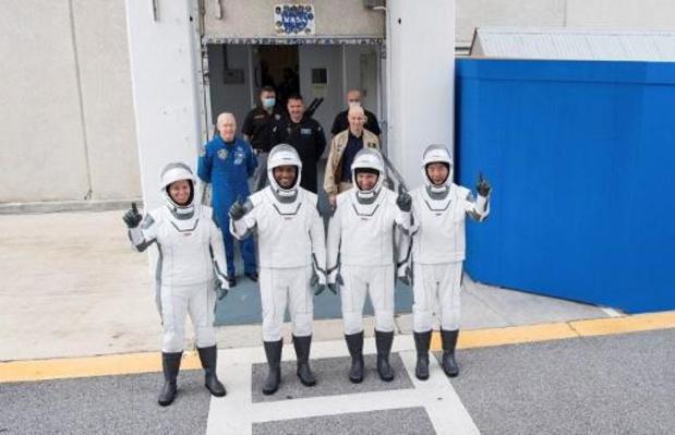 Le lancement d'astronautes par SpaceX reporté de samedi à dimanche