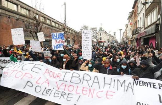 Meer dan 400 demonstranten op straat na overlijden van jongen na arrestatie
