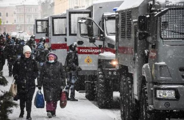 Raids et détentions en Russie alors que l'équipe de Navalny renonce à manifester