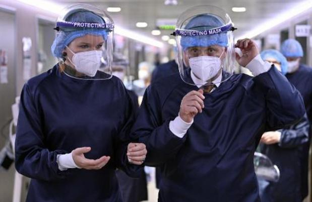 Filip en Mathilde bezochten ziekenhuis in Seraing