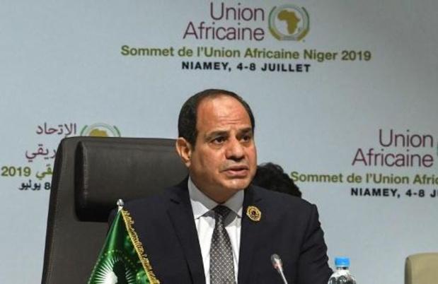 Egyptische president al-Sissi belooft aangepast materiaal na incident Suezkanaal