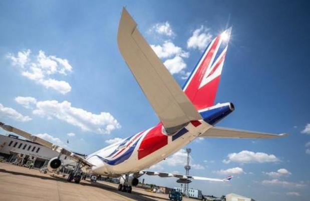 Johnsons 'brexitjet' maakt eerste vlucht na verfbeurt
