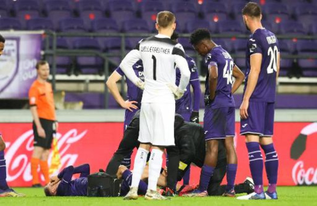 Jupiler Pro League - Yari Verschaeren, blessé et évacué sur blessure