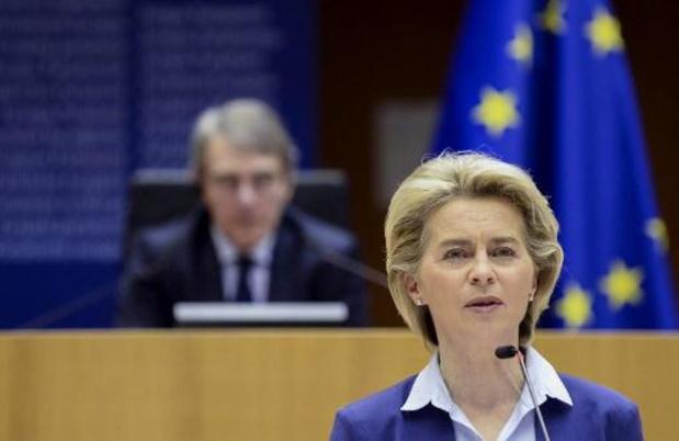 La Commission européenne accentue la menace de bloquer certaines exportations de vaccins