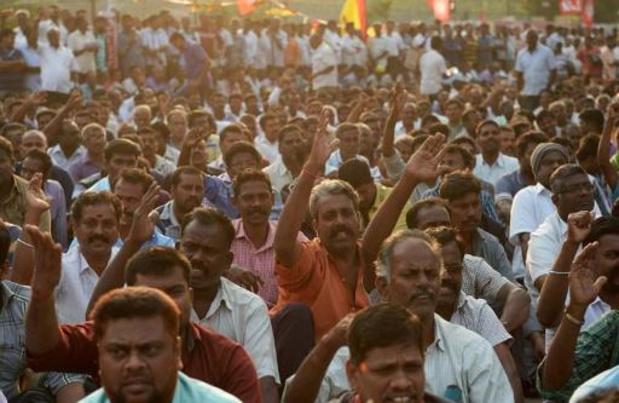 48.000 stakende ambtenaren aan de deur gezet in India