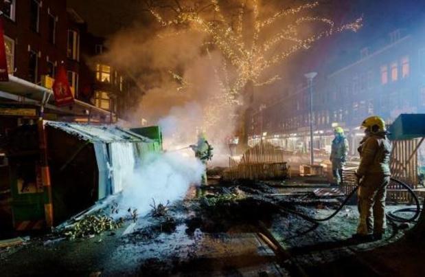 Zestig relschoppers opgepakt in Rotterdam, tien agenten gewond