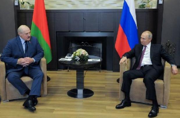 Poutine loue un rapprochement avec le Bélarus, après un scandale d'un vol dérouté