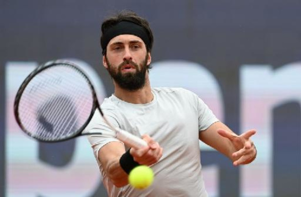 Basilashvili dendert over Ruud naar finale