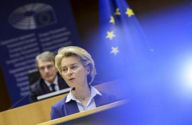 La Commission européenne présente son certificat de vaccination