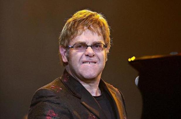 Zieke Elton John geeft forfait voor optreden in de VS