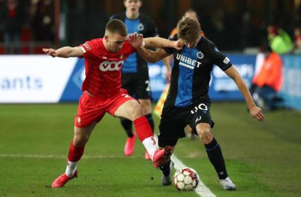 Standard ontvangt Club, leider Charleroi trekt naar Genk