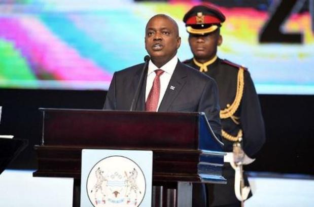 Le président du Botswana à nouveau en quarantaine, cette fois avec tous les députés