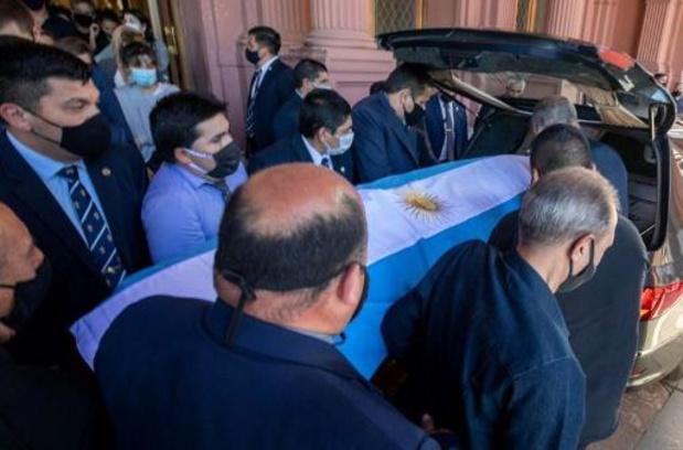 Maradona overleden - Maradona wordt overgebracht naar begraafplaats