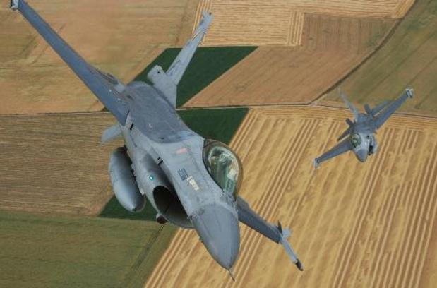 Douze F-16 belges vont opérer durant trois semaines depuis la Bretagne