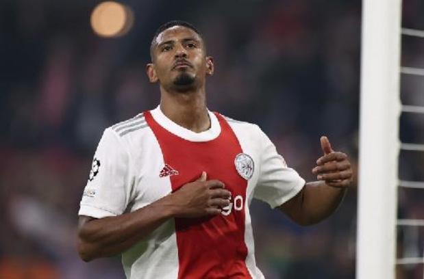 Eredivisie - Utrecht dient Ajax zeldzame thuisnederlaag toe