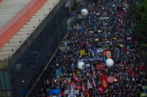 Des dizaines de milliers de Brésiliens manifestent contre Bolsonaro