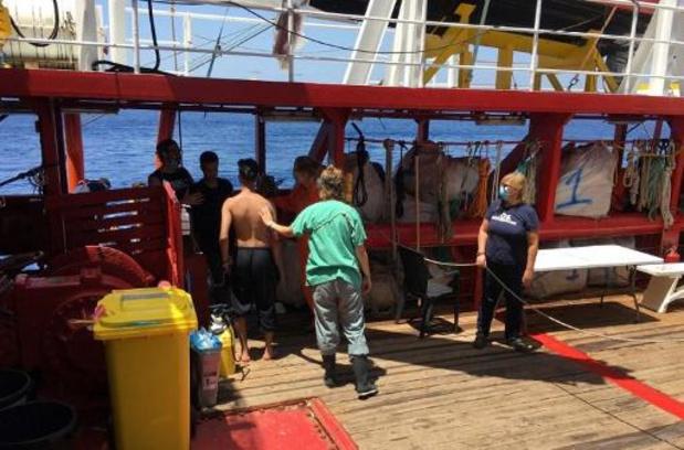 Ocean Viking roept noodtoestand af aan boord