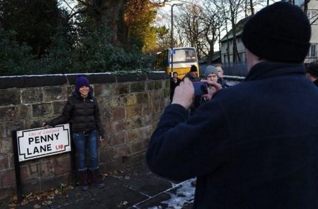 Protesten racisme en politiegeweld - Ook straatnaamborden in Penny Lane in Liverpool beklad
