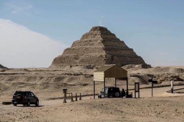Meer dan twintig mummies trekken door straten van Caïro